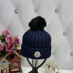 купить шапку Moncler женскую в интернет магазине