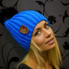 Шапка женская Ugg синего цвета